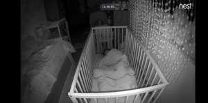 podgląd obrazu z kamery w pokoju dziecka noc