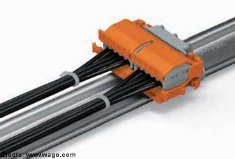 Adapter montażowy serii 222 zamocowany poziomo na adapterze kątowym 222-510 Wago