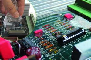 Flow Gel produkcji Cellpack dedykowany jest do zabezpieczania elektroniki
