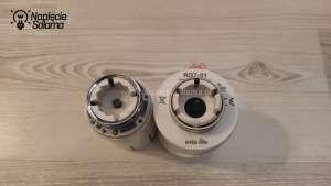 Z lewej stara manualna głowica termostatyczna, z prawej elektroniczna głowica termostatyczna RGT-01 Exta Life