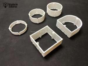 Pierścienie dystansowe produkcji Simet do wyrównania głęboko osadzonych w tynku puszek.