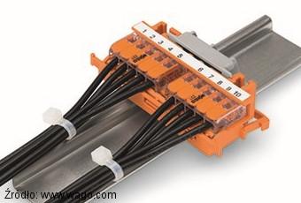 Szybkozłączki serii 221 zamontowane na szynie TS35 za pomocą adapterów 222-510 i 221-500