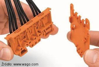 Montaż płytki odciążającej 222-505 na adapterze 221-500 Wago