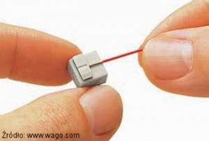 Na jaka długość należy odizolować przewód w szybkozłączkach serii 243 Wago?