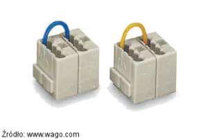 Szybkozłączki serii 243 Wago posiadają zaczep którym można łączyć je w zestawy.