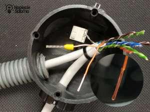 Szczegóły przygotowania skrętki komputerowej do instalowania łącznika