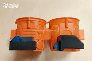 Elementy systemu Smart Home Blebox na tle puszek montażowych